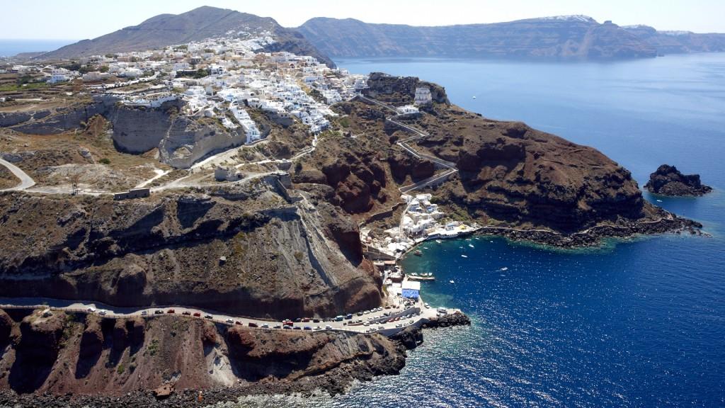 www.tripinview.com-Cyclades-Santorini-Oia-Greece