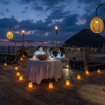 A romantic-dinner at Ayana Resort - Komodo island